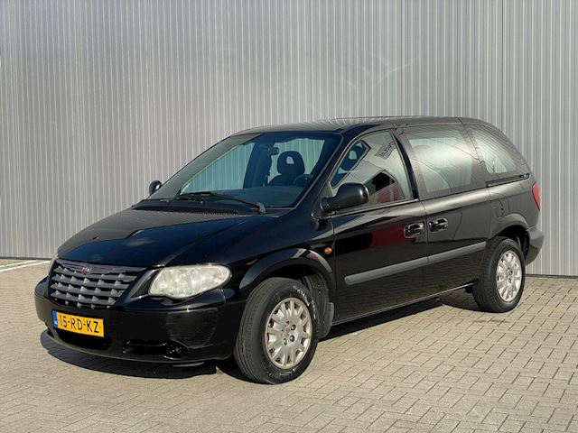 Chrysler Voyager 2.4i SE Luxe, 6 persoons, airco, trekhaak.