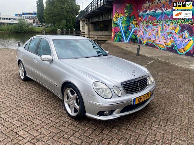 Mercedes-Benz E-klasse 320 Avantgarde Amg young timer in super staat rijd geheel als nieuw moet gezien worden v6 3.2 benzine