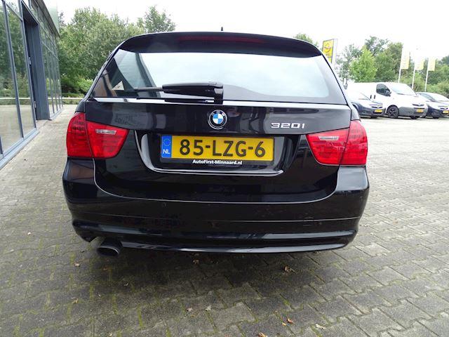 BMW 3-serie Touring 320i Business Line, Panorama dak, Nw distributie ketting