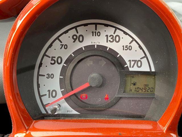 Toyota Aygo 1.0 VVT-i Dynamic Orange airco, navigatie