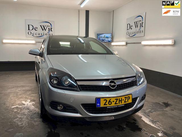 Opel Astra GTC 1.6 Sport van liefhebber ingeruild met o.a. PANO.DAK/LED/XENON/LEER etc.etc. ZEER MOOI !! NWE APK/GARANTIE.