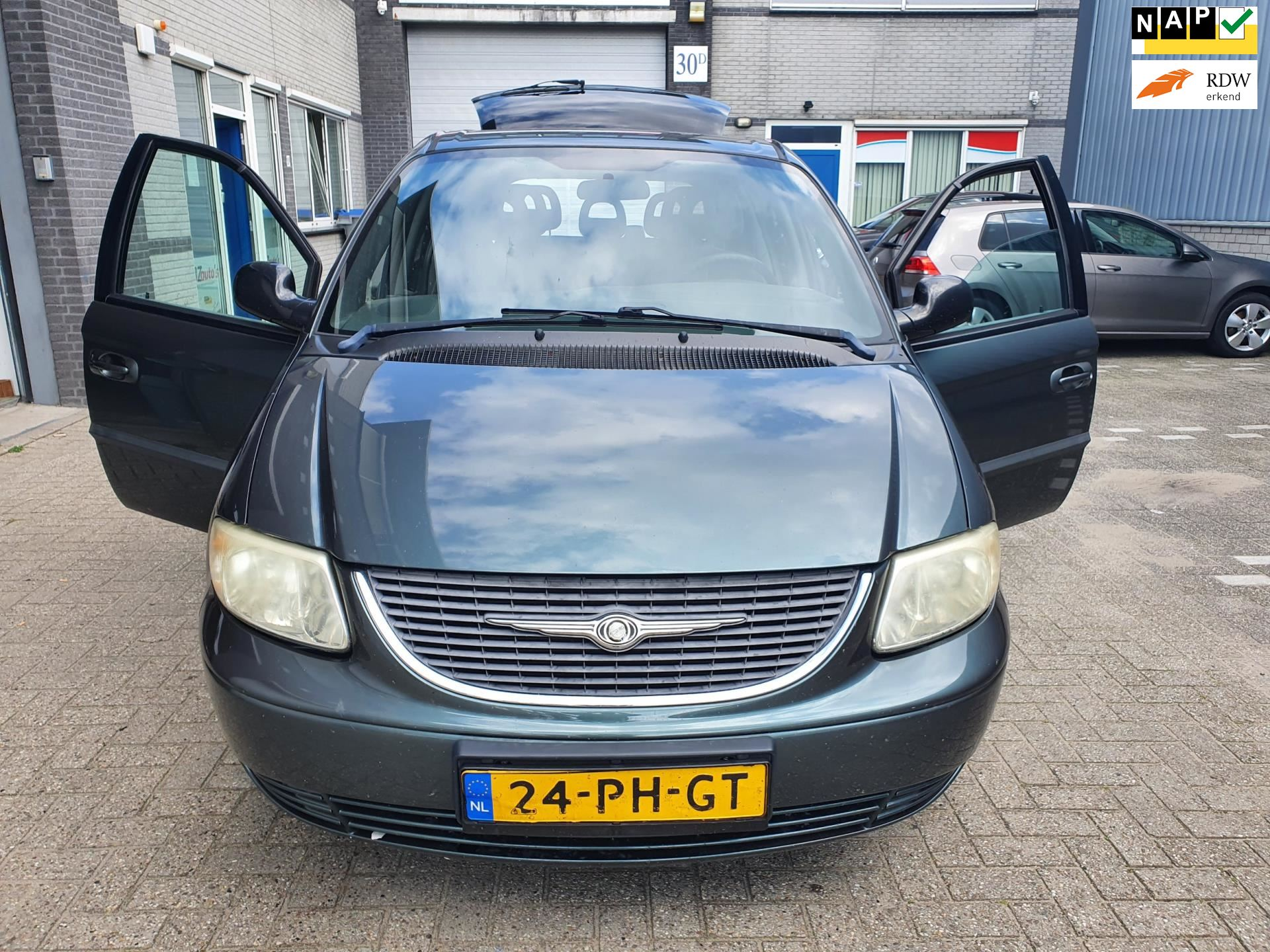 Chrysler Voyager occasion - Euro Cars & Campers