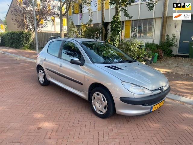 Peugeot 206 AUTOMAAT / 66.000 NAP / Tweede eigenaar / 5 deurs