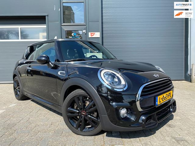 Mini Cooper 1.5 Chili Serious Business (JCW Package)