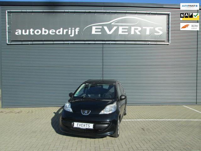 Peugeot 107 1.0-12V XR 5 deurs zwart metallic nieuwe apk 22-09-2022 alle facturen en boekjes aanwezig nu scherpe meeneem prijs