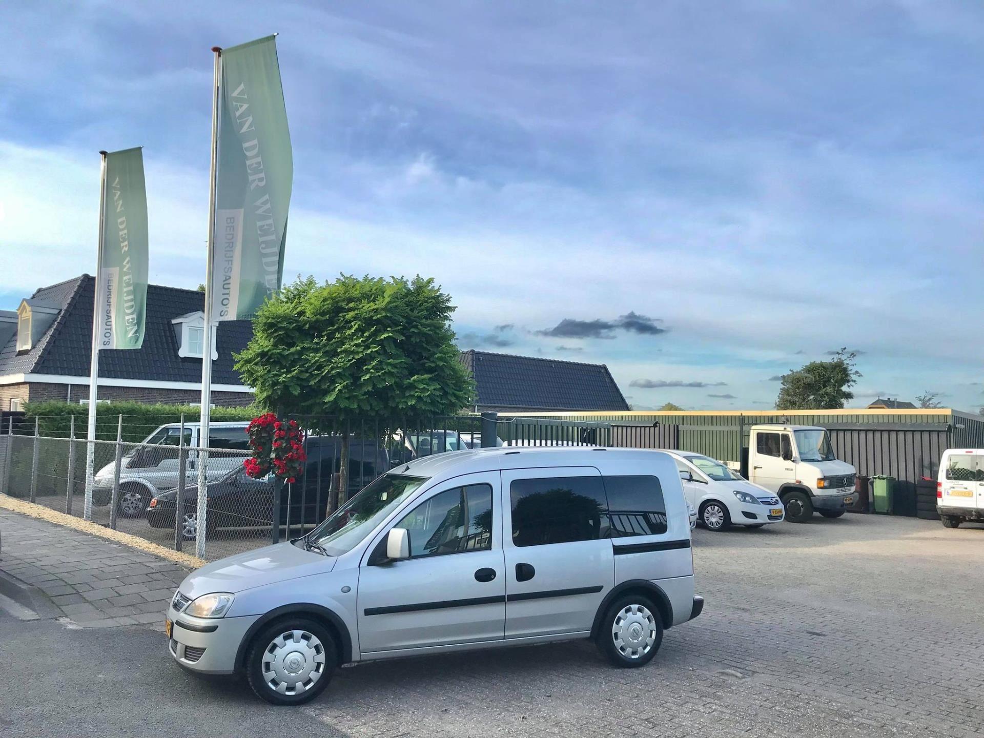 Opel Tour occasion - Van der Weijden Bedrijfsauto's