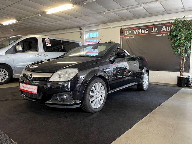 Opel Tigra TwinTop 1.4-16V X-C/Roadster. Nieuwe apk bij aflevering, cruise control en airco!