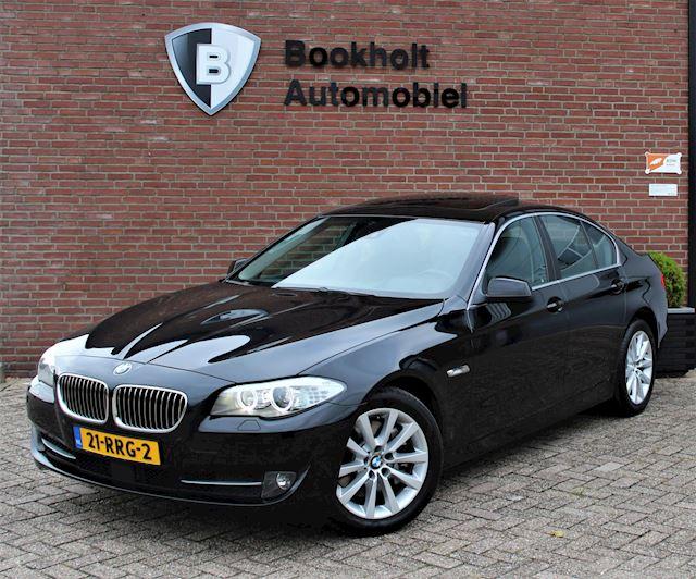 BMW 5-serie 528i Radar, Dak, HUD, VOL! Adaptive Cruise, Comfort-stoel, Softclose