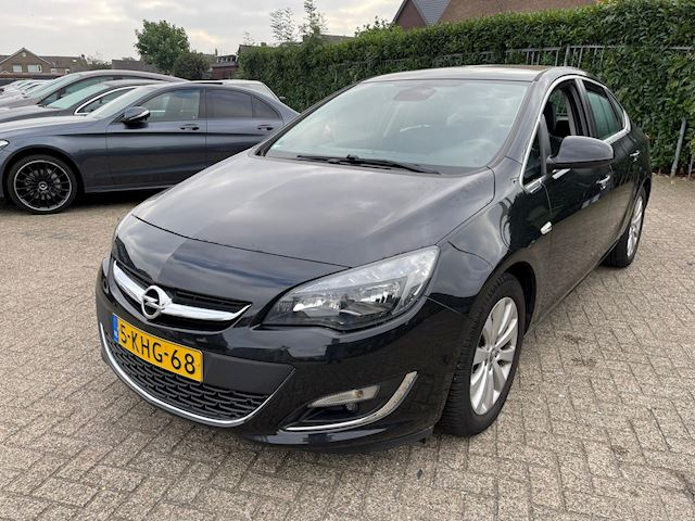 Opel Astra 1.7 CDTi S/S Cosmo SEDAN 129000 KM