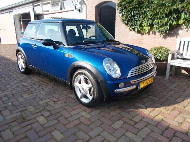 Mini Mini 1.6 Cooper Chili 2002   2599 euro