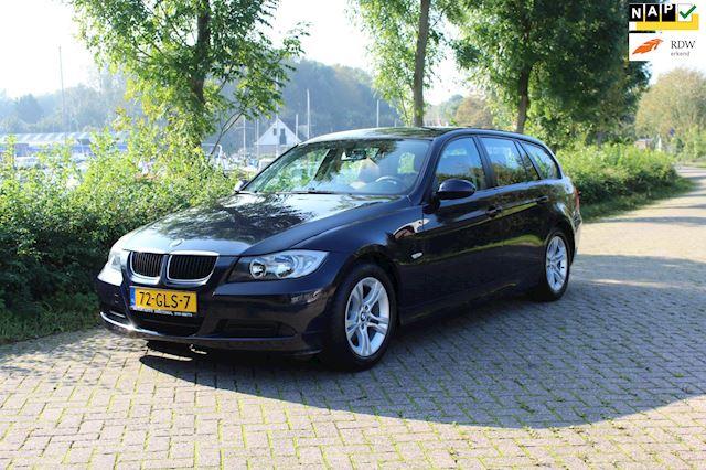 BMW 3-serie Touring 318i Business Line *Leer *Navi