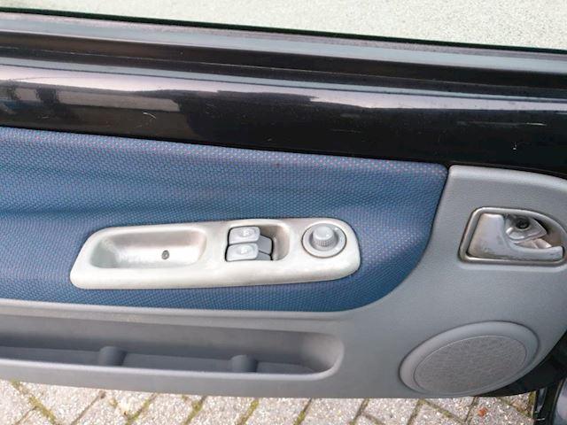 Renault Twingo 1.2-16V Privilège 3 deurs