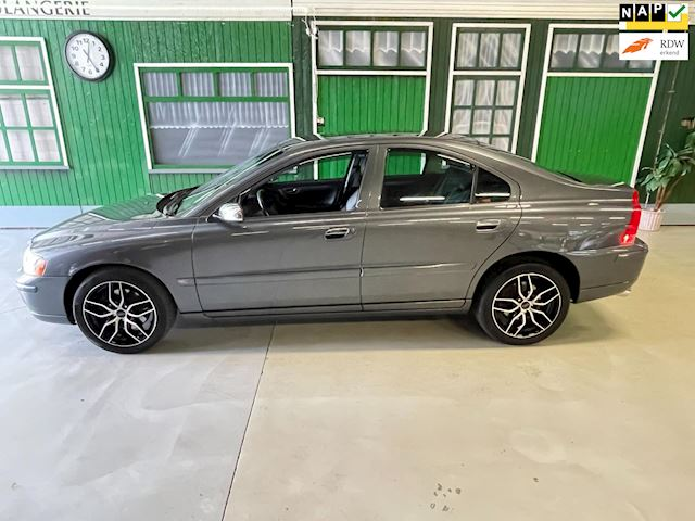 Volvo S60 2.5T AWD Kinetic yountimer 144000km !!
