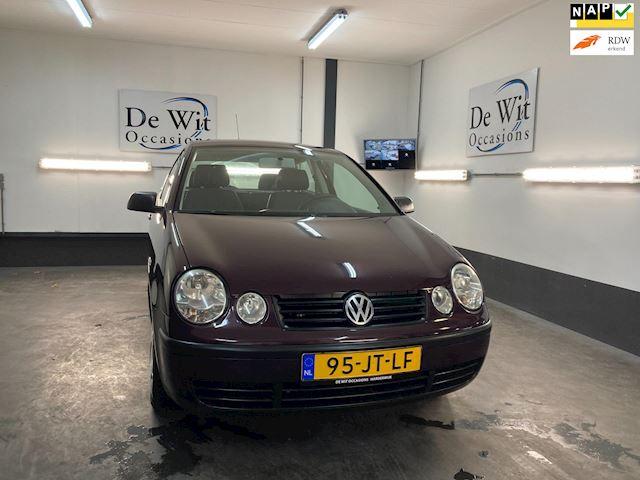 Volkswagen Polo 1.4-16V Trendline AUTOMAAT incl. AIRCO. in ZEER NETTE STAAT !! NWE APK/GARANTIE.