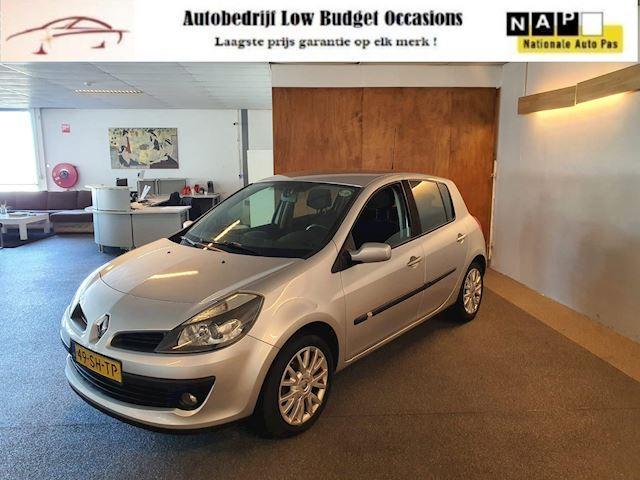 Renault Clio 1.4-16V Dynamique Luxe,Apk Nieuw,2e eigenaar,Cruise,Airco,Dealer onderhouden,Trekhaak,N.A.P,Topstaat!!